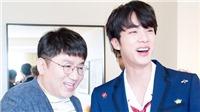 Cười vỡ bụng trước chuyện trò thân mật giữa Jin BTS với Bang Si Hyuk