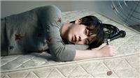 Jin BTS chín mặt khi phải mặc áo ngắn thế này