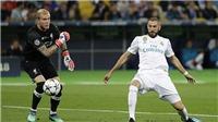 VIDEO Karius ném bóng vào chân Benzema, Liverpool thủng lưới siêu hài hước