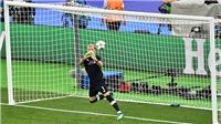 VIDEO Karius mắc 2 sai lầm cực kỳ tệ hại, khiến Liverpool thua Real Madrid 1-3