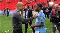 Guardiola dạy người hùng Sterling 'tranh bóng, chuyền bóng' ngay khi vừa vô địch FA Cup