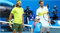 Kết quả Australian Open hôm nay: Medvedev hạ Tsitsipas, gặp Djokovic ở chung kết