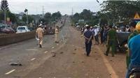 Ô tô bán tải gây tai nạn liên hoàn làm 2 người chết, 1 người bị thương nặng