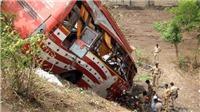 Xe buýt lao xuống vực ở Ấn Độ, 33 người thiệt mạng