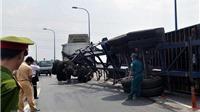 VIDEO: Lật xe container, các tuyến đường gần sân bay ùn tắc hơn 5 giờ