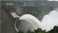 VIDEO: Mở 1 cửa xả đáy hồ Hòa Bình, hồ Sơn La, mưa lớn, nước tiếp tục đồ về