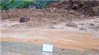 Sơn La: Sụt ta luy dương, hơn 15.000m3 đất đá đổ xuống trôi lấp mặt đường