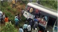 Xe buýt rơi xuống vực ở Ấn Độ khiến 13 người thiệt mạng
