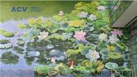 Chiêm ngưỡng 2 bức tranh hoa sen 'khổng lồ' tại sân bay Nội Bài