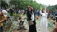 Chùm ảnh: Hàng vạn người đến thung lũng Gầm Trời xem 'Đáo Xuân Chín'