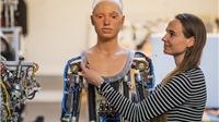 VIDEO: Buổi triển lãm tranh đầu tiên của cô họa sĩ robot xinh đẹp