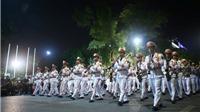 Chùm ảnh: Đoàn nghi lễ Công an nhân dân biểu diễn phục vụ nhân dân tại phố đi bộ Hoàn Kiếm