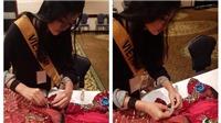 Cận giờ thi Hoa hậu Hòa bình Quốc tế, quốc phục của Kiều Loan gặp sự cố đứt dây đèn