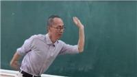 Clip thầy Lê Bá Khánh Trình múa phụ họa cho học trò hát 'Bụi phấn' gây 'bão mạng'