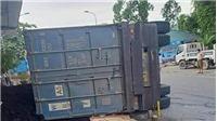 Xe đầu kéo lật, đè xe máy khiến 2 người tử vong tại chỗ