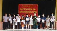 Dịch COVID-19: Hưng Yên bàn giao 220 công dân trở về từ Cộng hòa Pháp hoàn thành cách ly