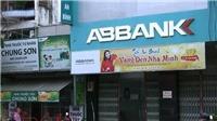 Hai thanh niên mang súng cướp ngân hàng ABBank TP HCM giữa ban ngày