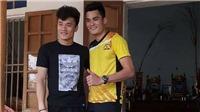Đình Trọng thành đồng đội Quang Hải ở V-League 2018, thủ môn Tiến Dũng hóa VĐV bóng chuyền