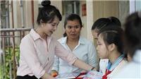 Người đẹp phim 'Dâu bể đường trần' trao học bổng cho học sinh nghèo hiếu học