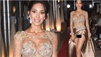 VIDEO: Đã diện váy xẻ cao còn không mặc nội y, sao Mỹ gây sốc khi 'lộ hàng' tại Cannes