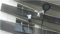 VIDEO: 'Người Nhện' phi thân cứu cháu bé kẹt ngoài ban công được Tổng thống Pháp mời gặp mặt