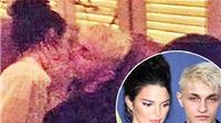 Kendall Jenner 'khóa môi' say đắm cậu em trai thua tuổi của bạn thân Gigi Hadid