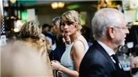 Bỏ qua Grammy, Taylor Swift khoe vòng 1 bốc lửa ở BAFTA