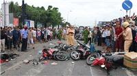 Xe đầu kéo đâm hàng loạt xe máy đang dừng đèn đỏ hàng chục người thương vong