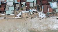 Kè Nhơn Hải - thành phố Quy Nhơn đổ xuống biển, hàng chục nhà dân bị sập