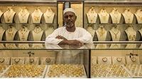 Giá vàng hôm nay: Giá cao chênh lệch cao so 2 chiều mua bán và so với thế giới