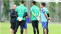 Hai tuyển thủ Việt Nam bị đau mắt ở Thái Lan