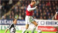 Xem lại pha chạm bước một kỳ diệu nhất lịch sử bóng đá của Bergkamp