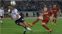 Ấm ức Roma: Hậu vệ Liverpool dùng tay cản bóng, trọng tài vẫn không thổi penalty!