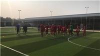 Không thể tập trên 'ruộng khoai', U23 Việt Nam phải chuyển sang sân nhân tạo