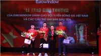 Người hùng Quang Hải, Huy Hùng, Anh Đức nhận tận tay phần thưởng từ Eurowindow