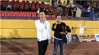 VIDEO: HLV Lee Young Jin động viên Quế Ngọc Hải, chúc mừng Bùi Tiến Dũng