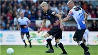 HLV Arsene Wenger gây sốt với pha bóng vượt qua Zidane