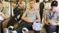 Jordan Henderson gây tranh cãi vì hành động gác chân lên cúp vô địch Champions League