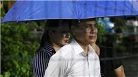 Tuyển Việt Nam luyện công dưới mưa, bố mẹ Quang Hải lỡ hẹn với con trai