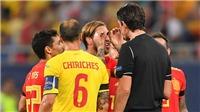 Vì sao trọng tài phải xin lỗi sau khi phạt Sergio Ramos thẻ vàng?