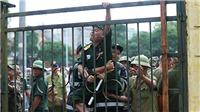 VIDEO: Tự xưng thương binh 'bao vây' trụ sở VFF, đòi mua vé trận Việt Nam vs Malaysia