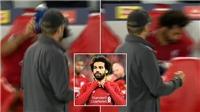 Salah gây tranh cãi khi giận dữ ném chai nước sau bàn thắng quyết định của Firmino