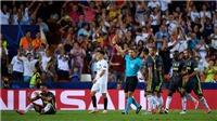 Ronaldo đã nói gì để cầu khẩn trọng tài sau khi bị rút thẻ đỏ?