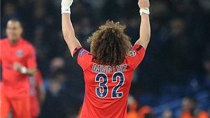 Ghi bàn vào lưới đội bóng cũ Chelsea, David Luiz ăn mừng đầy cảm xúc