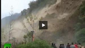 VIDEO: 'Vỡ tim' với cảnh núi lở, chôn vùi đường cao tốc