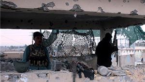 6 tay súng Taliban mặc áo gài bom tấn công sân bay ở Afghanistan