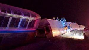 Tàu hỏa Mỹ bị văng khỏi đường ray giữa đêm, 20 người bị thương