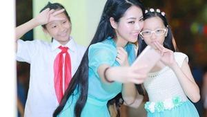 Hoa hậu Ngọc Anh vui Trung thu cùng trẻ em khiếm thị