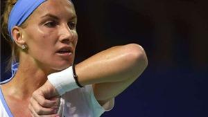 Kuznetsova cắt tóc... trong lúc thi đấu để giành chiến thắng tại WTA Finals