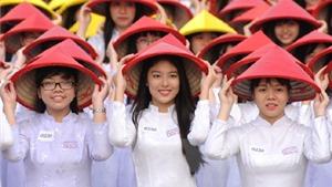 Chùm ảnh: Hơn 3.000 nữ sinh đồng diễn áo dài 'Tôi yêu Việt Nam'